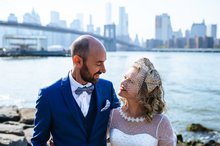 Wedding couple in front of NYC skyline