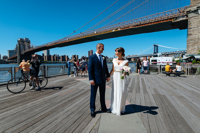 Wedding couple in Brooklyn Bridge Park